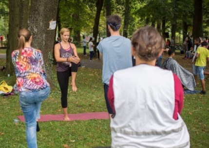 Park-Yoga mit Geflüchteten