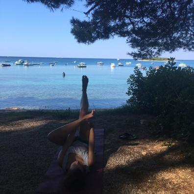 Hüft-Yoga am Strand