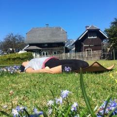 Morgen-Yoga im Garten